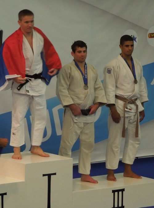 ross macbaisey getting bronze medal
